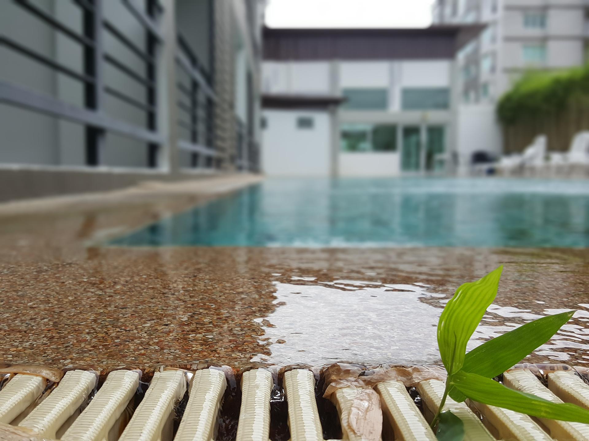 http://retreat-resort.com/images/retreat-resort/our-resort/RelaxAtSwimmingPool.jpg