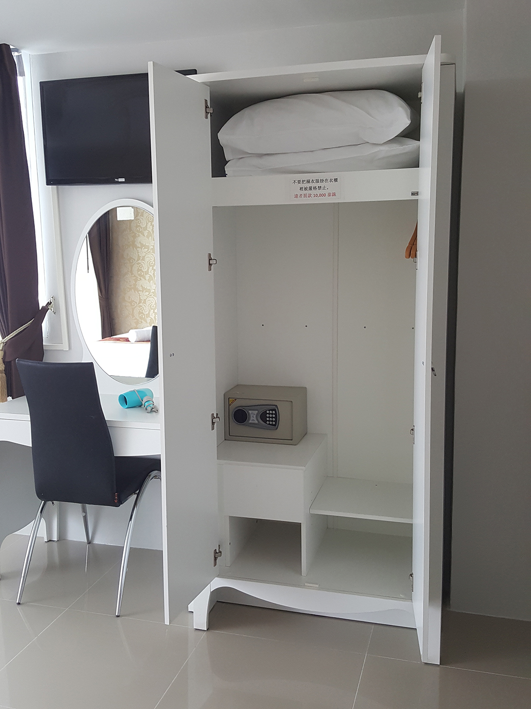 http://retreat-resort.com/images/retreat-resort/our-rooms/OurCabinets.jpg